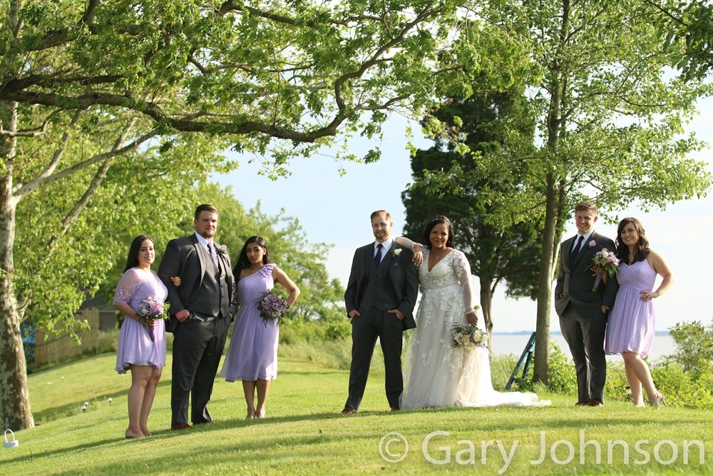 Bride and groom with groomsmen and bridesmaids outside
